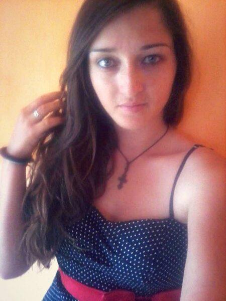 Leslie, 19 cherche une rencontre coquine